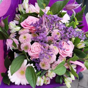 Lila bukett hos Crossandras Blommor