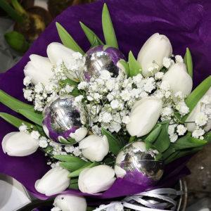 Nyårsbukett vit festbukett blommor