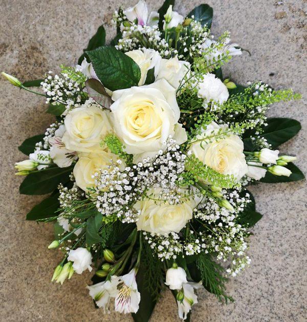 Vit blomma arrangemang