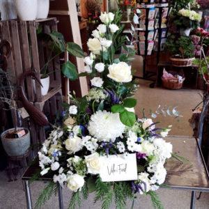 Vit dekoration till begravning